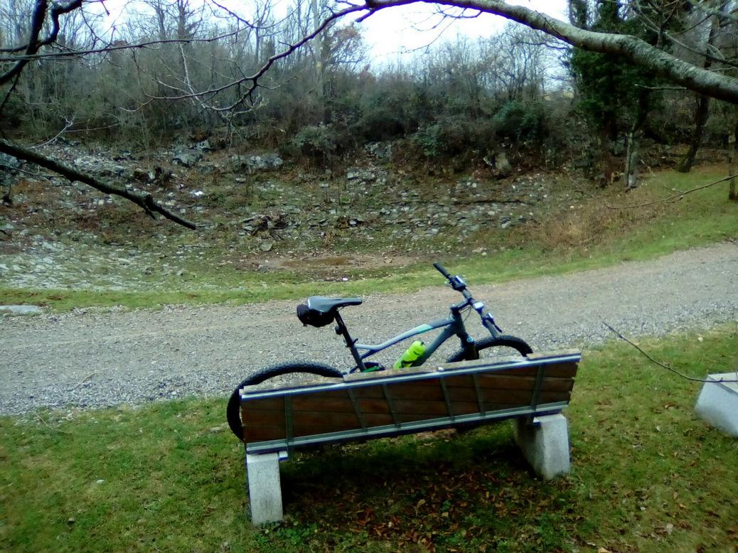 Foto 2 - Una panchina, una bici, uno stagno (quando c'è l'acqua). Dove?